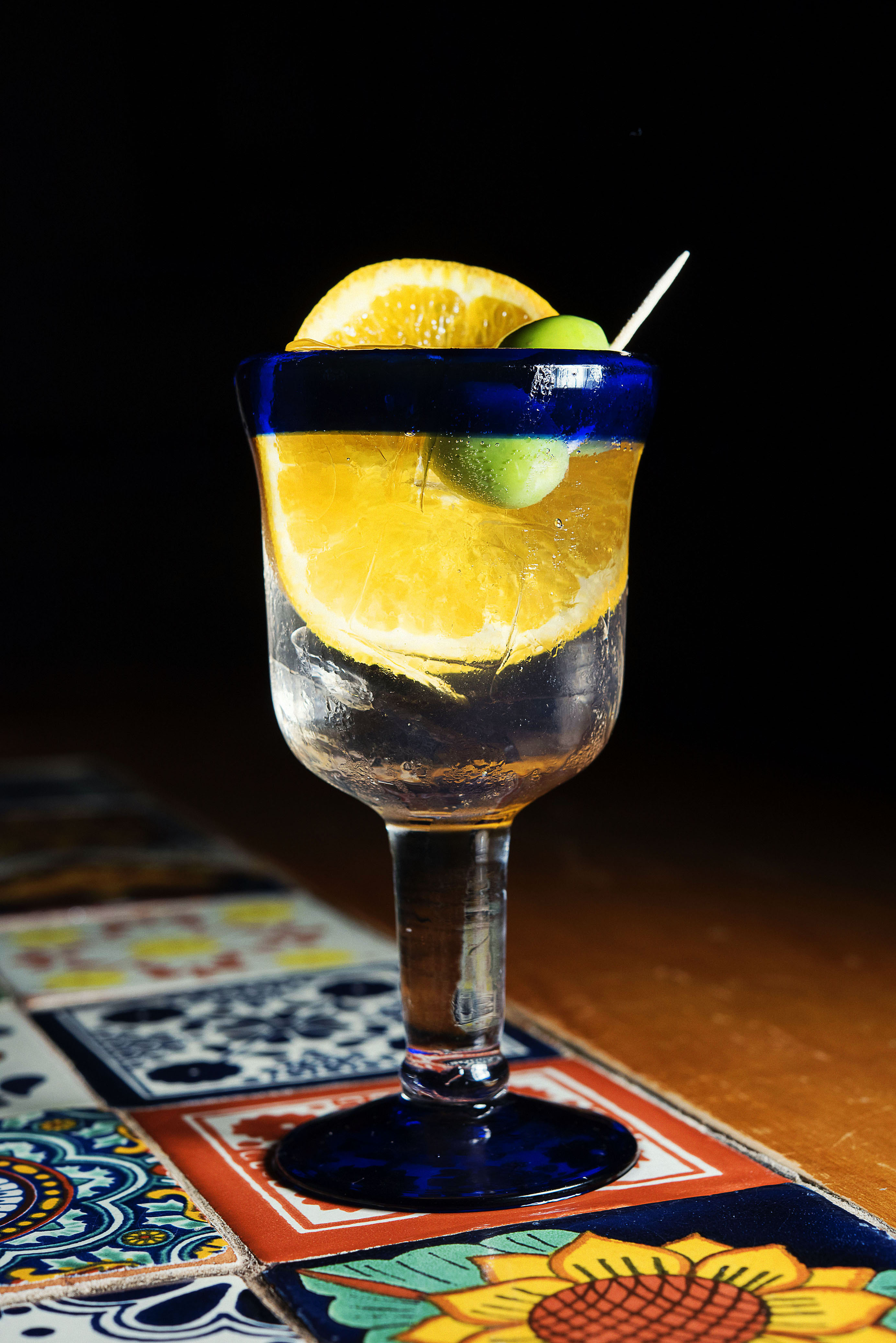 Brokers Gin with Fentiman's Tonic with orange and olives_CP86184