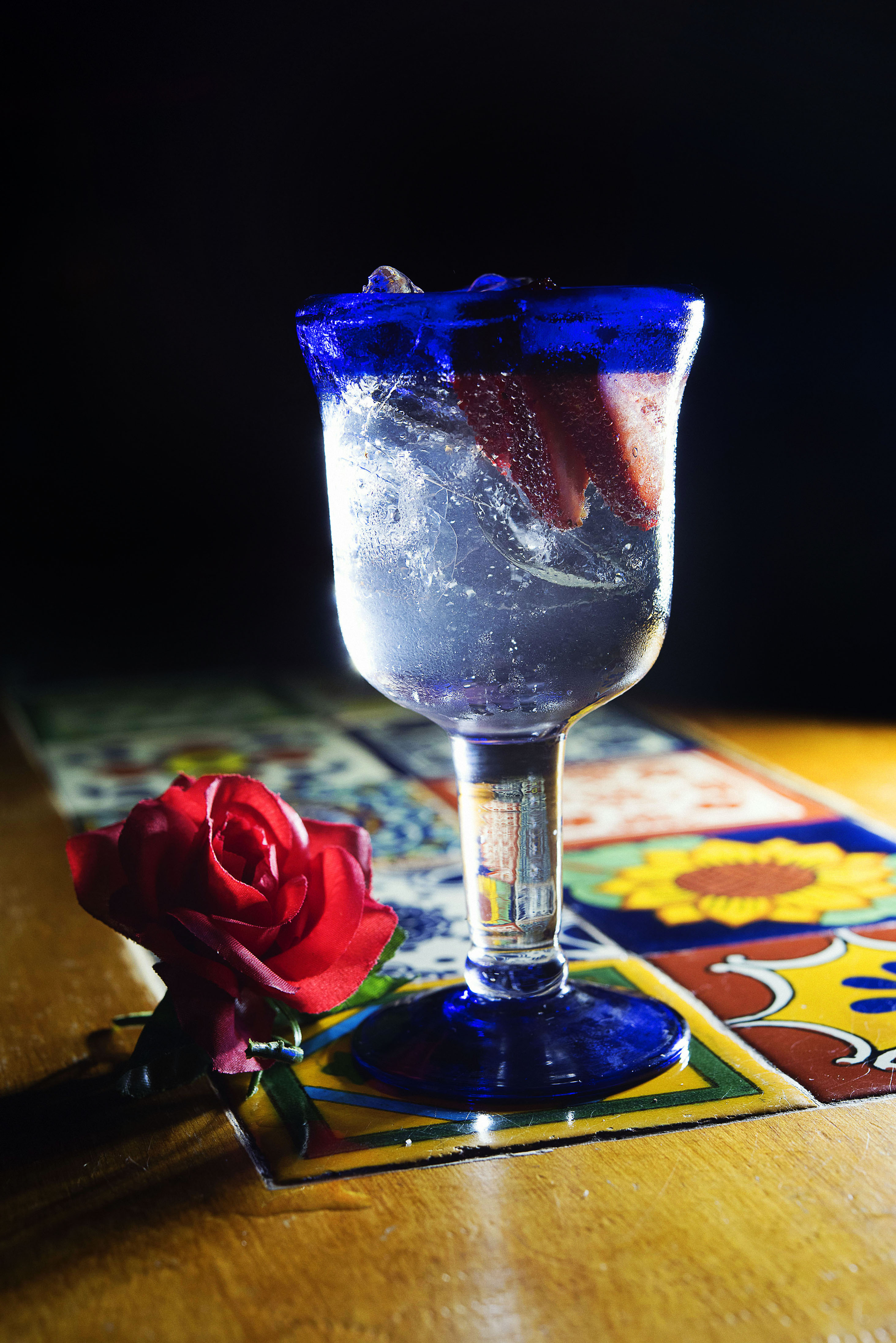 Hendrick's Gin with East imperial Burma Tonic, rose petals and strawberries_CP86044