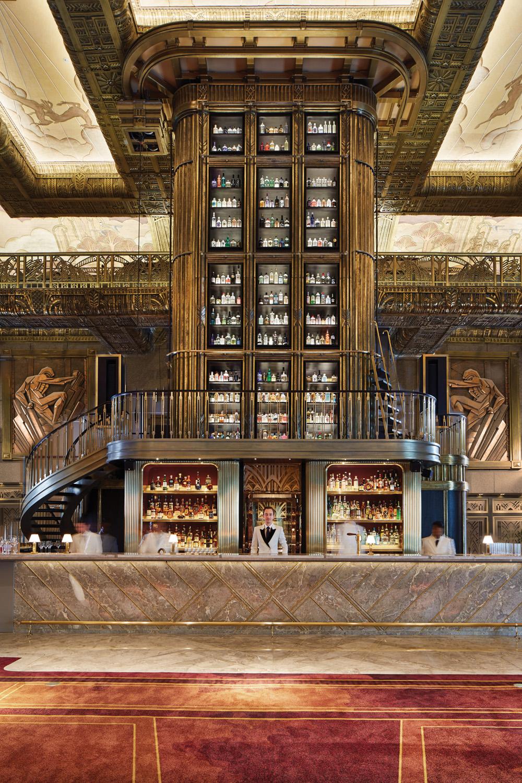 Atlas Gin Tower, Roman Bartenders